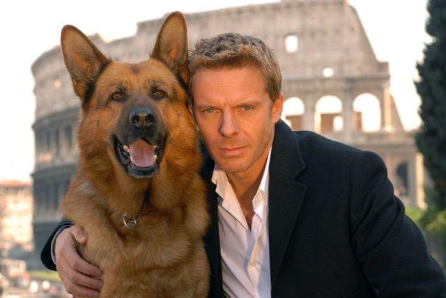 el perro Rex con su amo