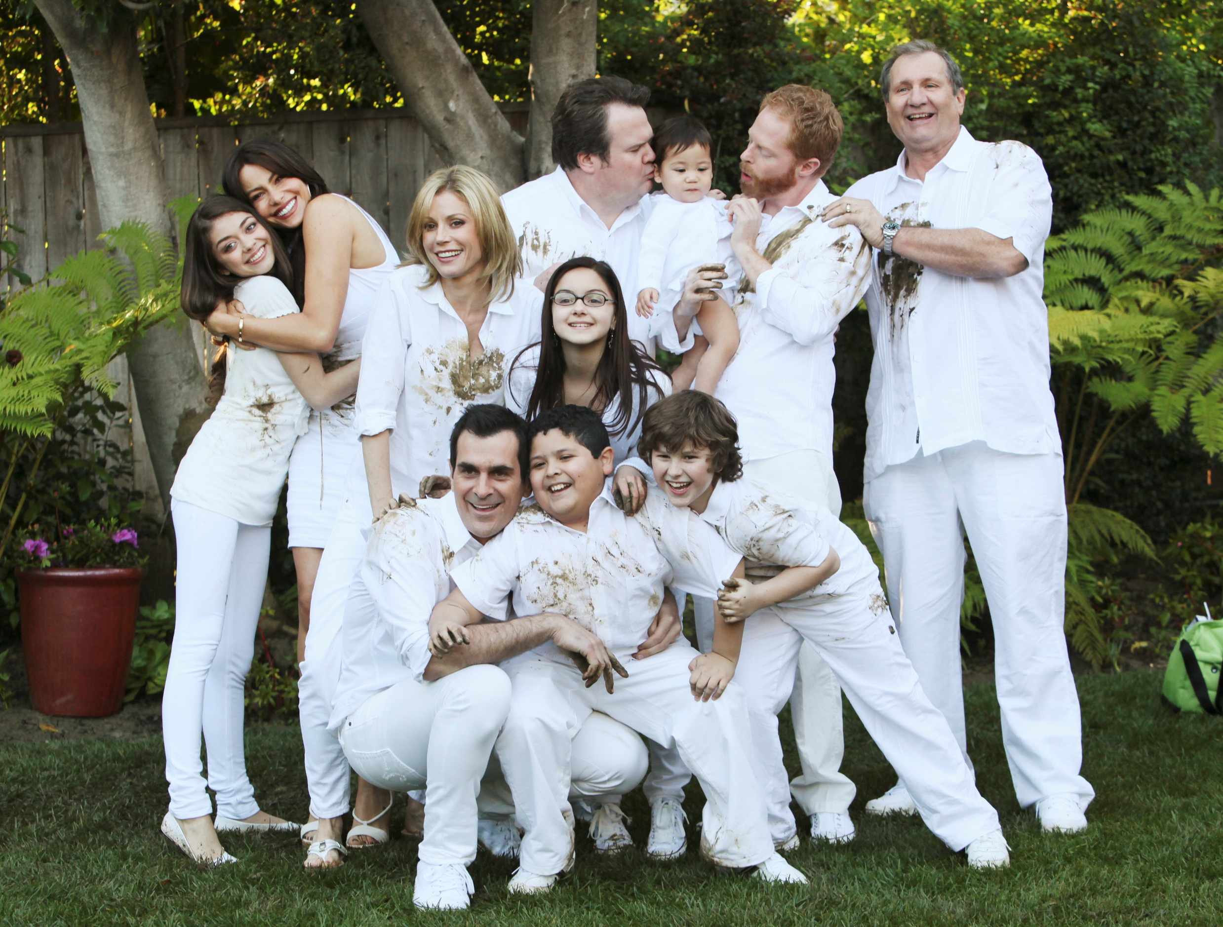 http://telediscreta.files.wordpress.com/2011/06/modernfamily.jpg